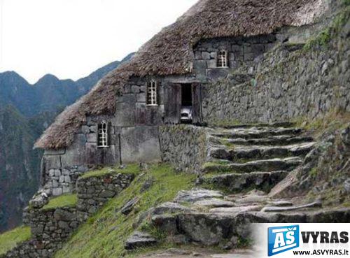 Gra Iausi Pasaulio Namai 29 Foto A: house built into mountain