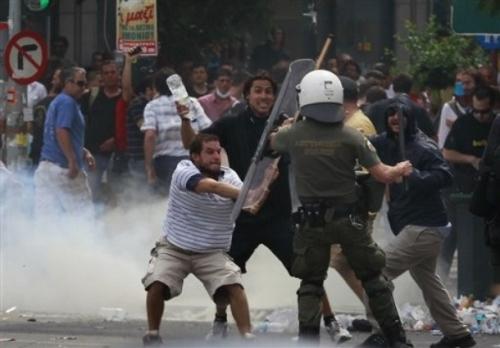 riaušės Graikijoje