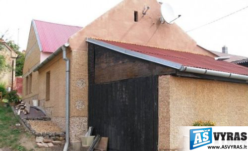 namas iš kamštelių