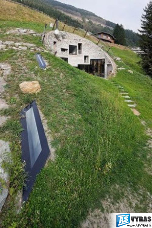 namas kalvoje