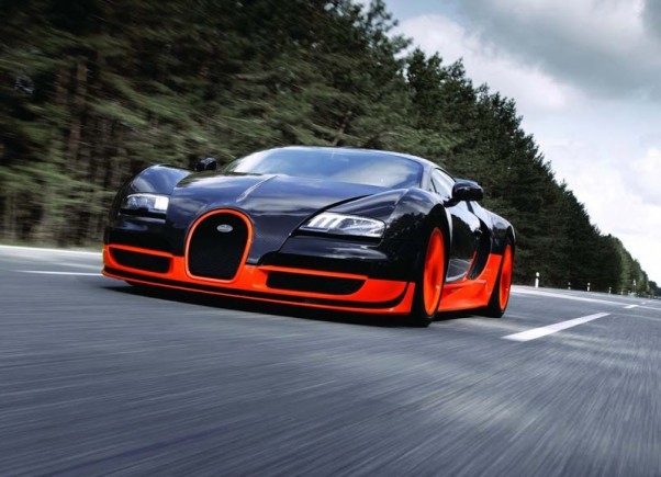 2010-Bugatti-Veyron-Super-Sport-metu-automobilis