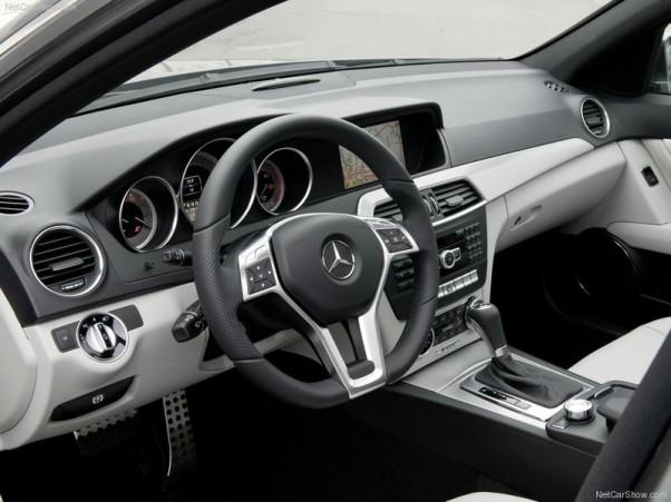 Mercedes-Benz-C-Class-2012-salonas-2