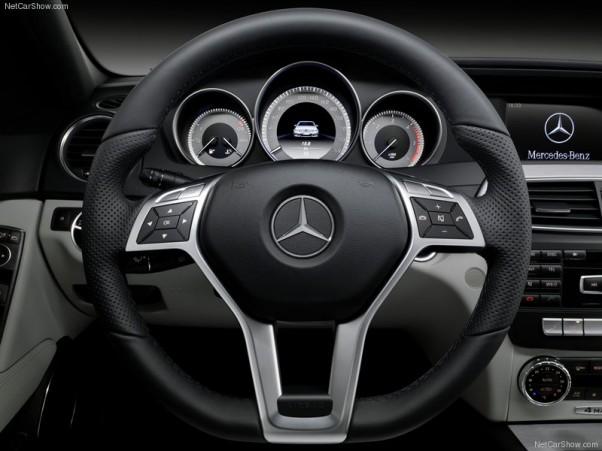 Mercedes-Benz-C-Class-2012-salonas-3