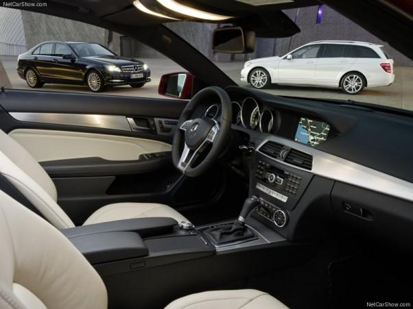 Mercedes-Benz-C-Class-2012-salonas-4