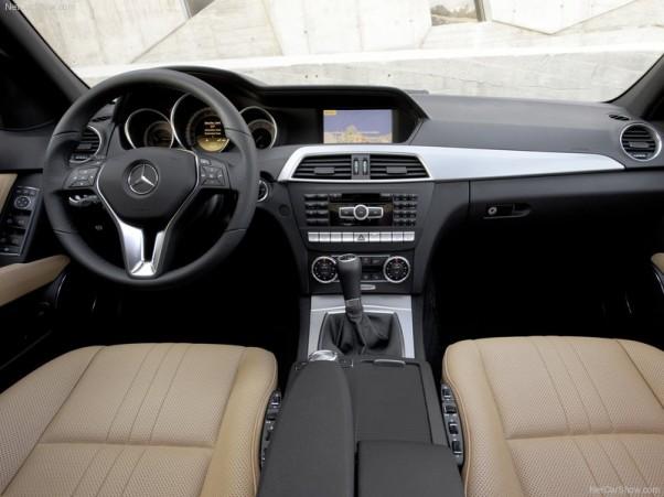 Mercedes-Benz-C-Class-2012-salonas