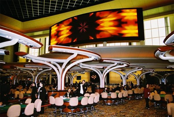 kazino-atmosfera-apsvietimas-sviesos-garsai