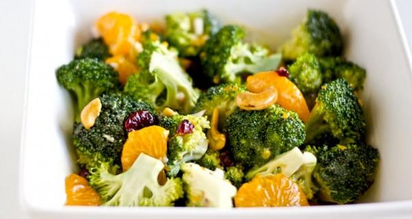 Apelsinų mandarinų ir brokolių salotos
