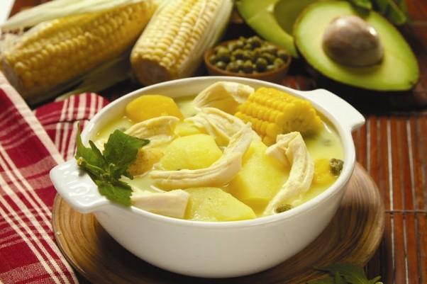 Ajiaco (achiako) sriuba iš Kolumbijos