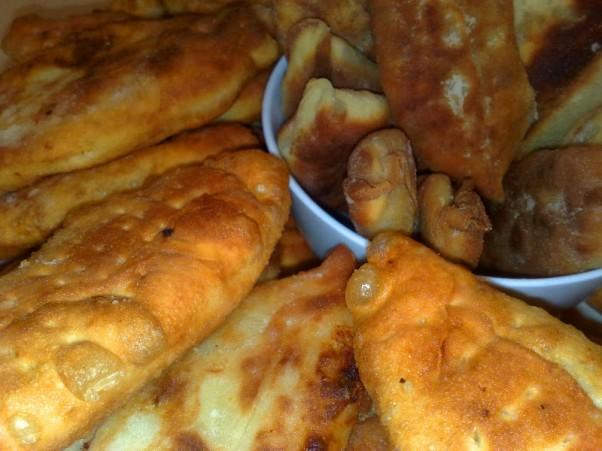 Bemieliai pyragėliai su bulvėmis ir svogūnais