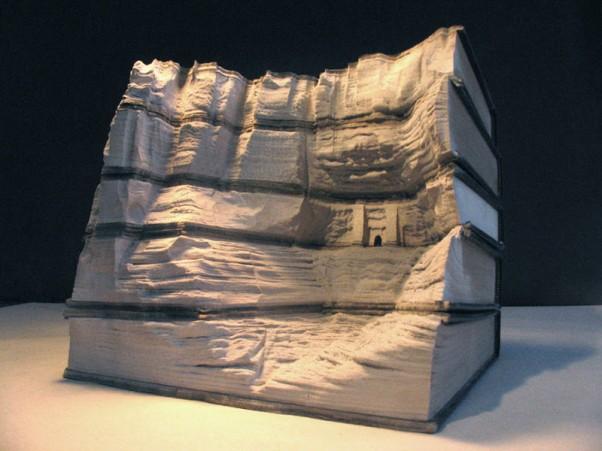Skulptūros iš knygų