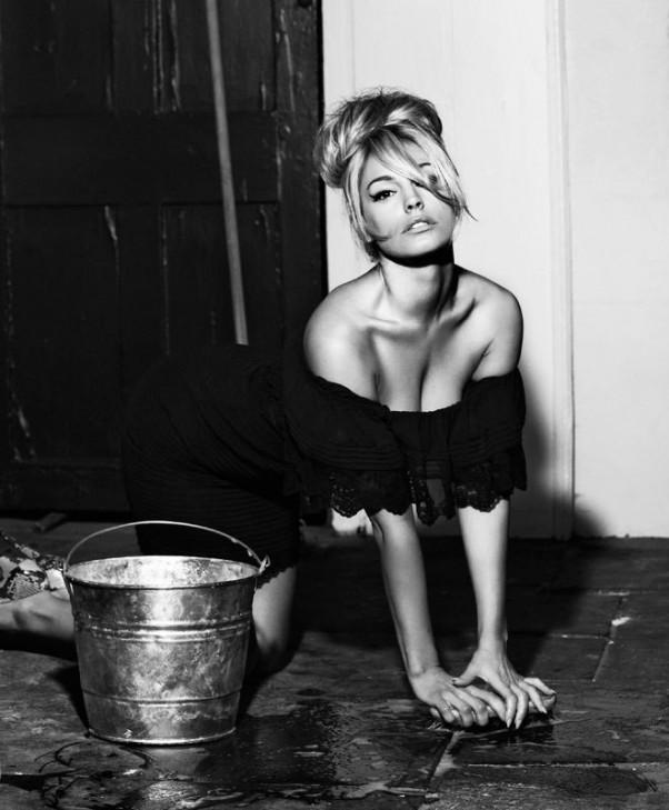 kelly-brook-yra-stulbinanti-seksuali-provokuojanti-mergina-modelis-03