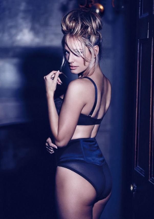 kelly-brook-yra-stulbinanti-seksuali-provokuojanti-mergina-modelis-06