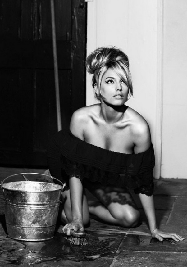 kelly-brook-yra-stulbinanti-seksuali-provokuojanti-mergina-modelis-07