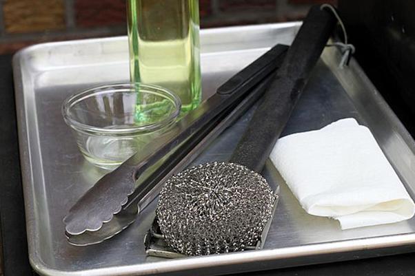 Kaip valyti grilio groteles