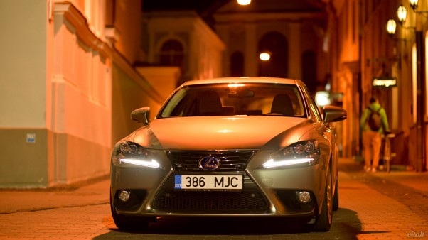 Lexus IS 300h automobilis