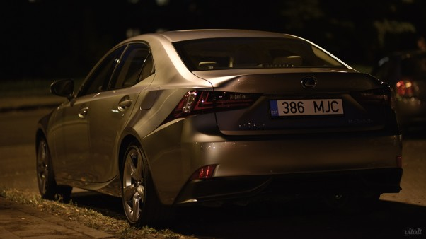 Lexus IS 300h automobilis