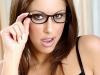 merginos-su-akiniais-13