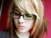 merginos-su-akiniais-3