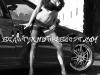 merginos-is-masinos-automobiliai-moterys-juodai-balta-nuotrauka