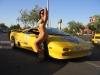 merginos-is-masinos-automobiliai-moterys-senas-lamborghini-moteris