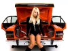 merginos-ir-masinos-isardydas-automobilis-moteris-mergina-seksuali