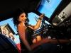 merginos-ir-masinos-seksuali-mergina-uz-vairo