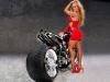 merginos-ir-motociklai-mergina-ir-motociklas-raudona-suknele