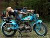 merginos-ir-motociklai-mergina-ir-motociklas-senas-motociklas-mergina