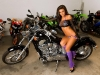merginos-ir-motociklai-mergina-ir-motociklas-honda-motociklas
