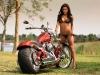 merginos-ir-motociklai-mergina-ir-motociklas-laukine-brunete