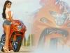 merginos-ir-motociklai-mergina-ir-motociklas-uzpakaliukas-sortukai