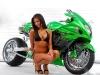 merginos-ir-motociklai-karstos-merginos-motociklai-silikoniniai-papai-ir-suzuki
