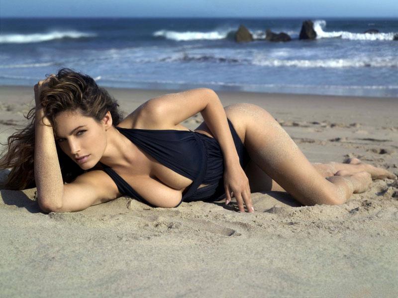 красотки на пляже фото