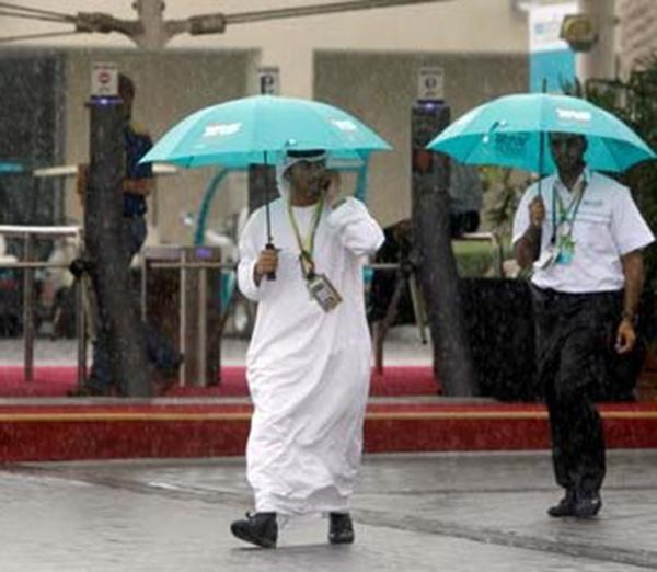 Dirbtinis lietus Abu Dabyje