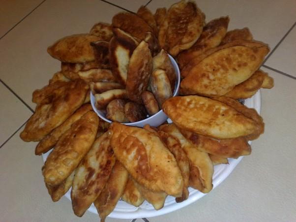 Pyragėliai su bulvėmis, svogūnais, grybais, kopūstais ir kuo tik norit