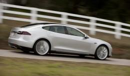 Naujasis Tesla Model S bandomas kely