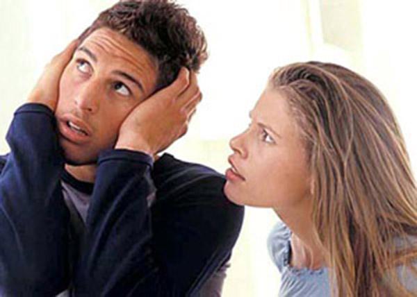 Moterys nemeluoja - vyrai nesiklauso
