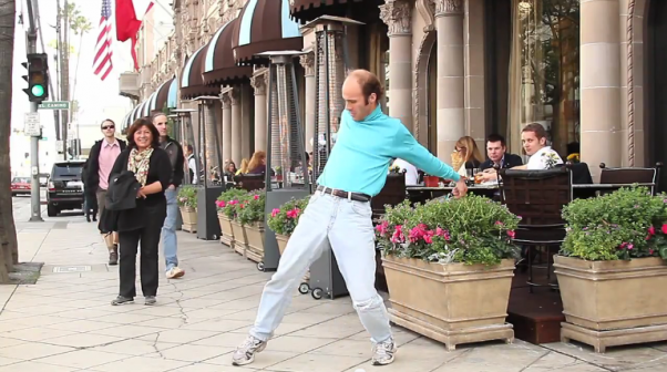 Nemokama šokių pamoka nuo Trale Lewous! He's got the moves!